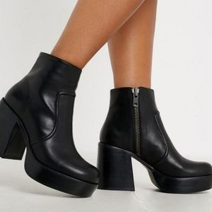 Urban Oufitters 🌺 Platform Boots